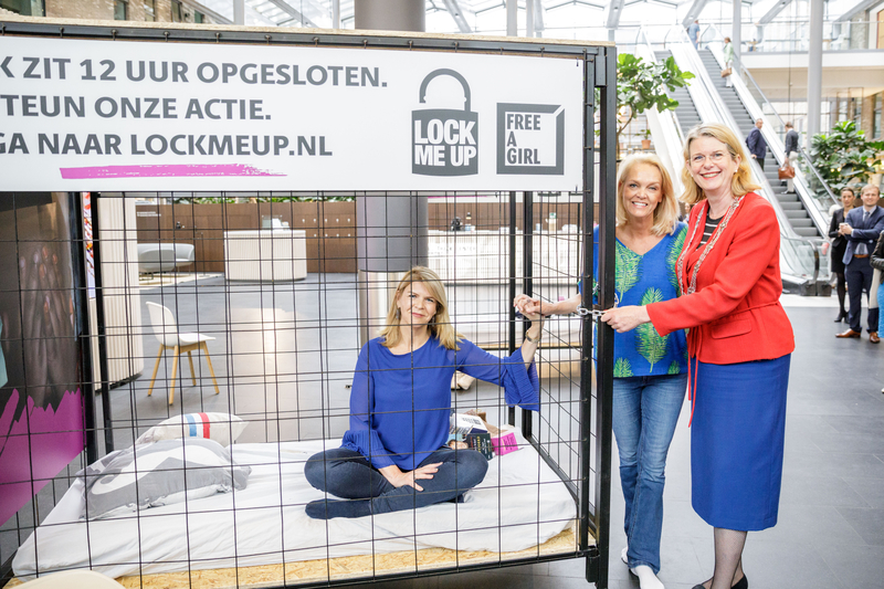 Lock Me Up Free A Girl COOS Communicatie Online Media