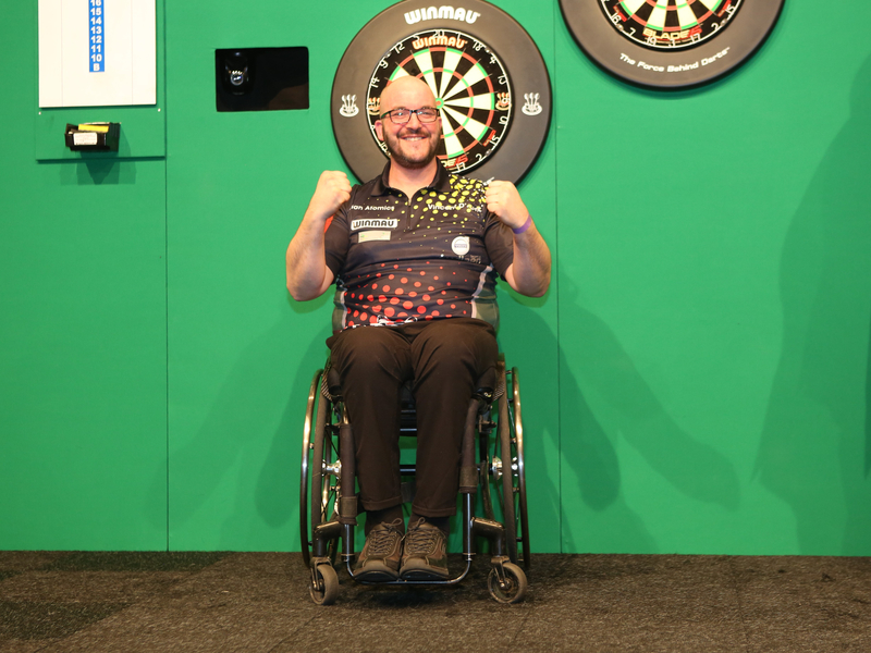 Vincent D hondt is de winnaar van het eerste The Hague Disability Darts Invitational 1 Foto Evert Zomer