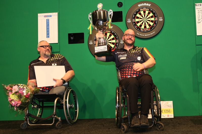 Vincent D hondt is de winnaar van het eerste The Hague Disability Darts Invitational 2. Foto Evert Zomer